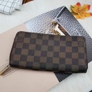 Louis Vuitton long Zippy wallet